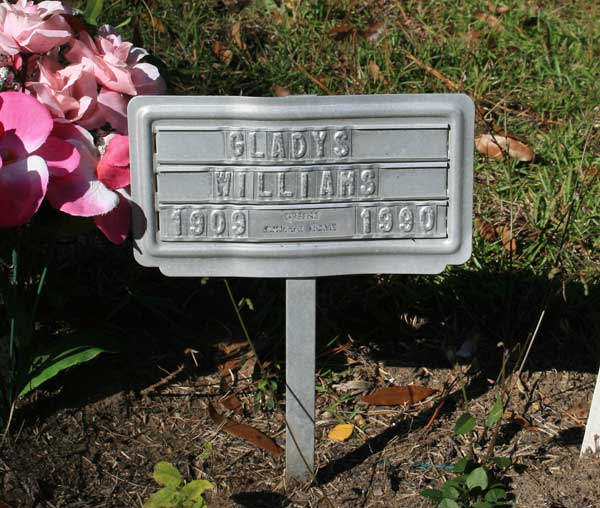 GLADYS WILLIAMS Gravestone Photo