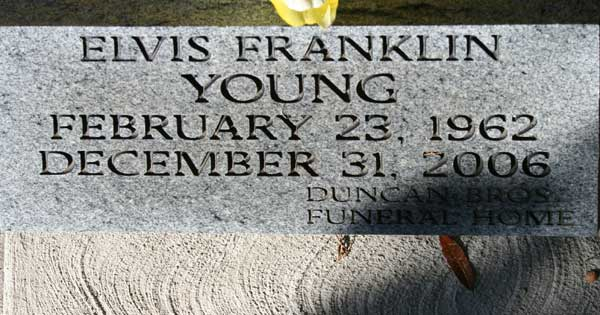 ELVIS FRANKLIN YOUNG Gravestone Photo