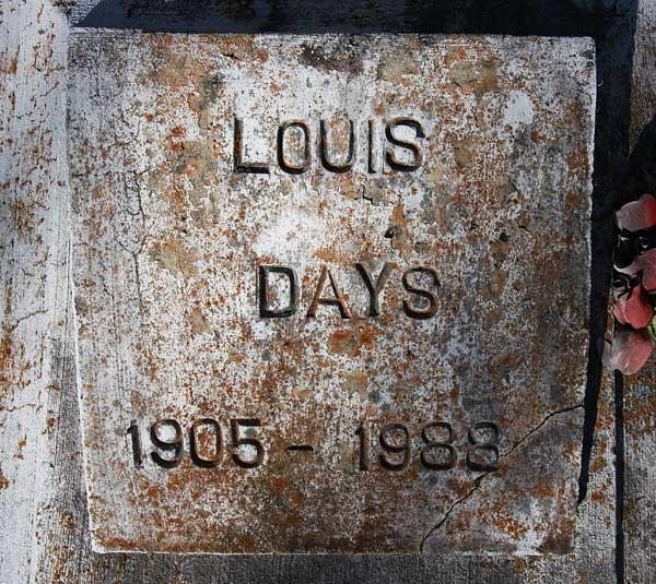 Louis Days Gravestone Photo