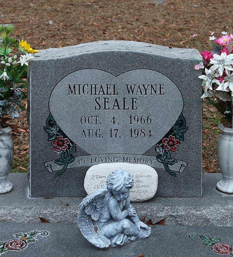 Michael Wayne Seale Gravestone Photo