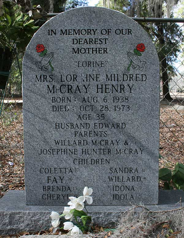 Mrs. Loraine Mildred McCray Henry Gravestone Photo