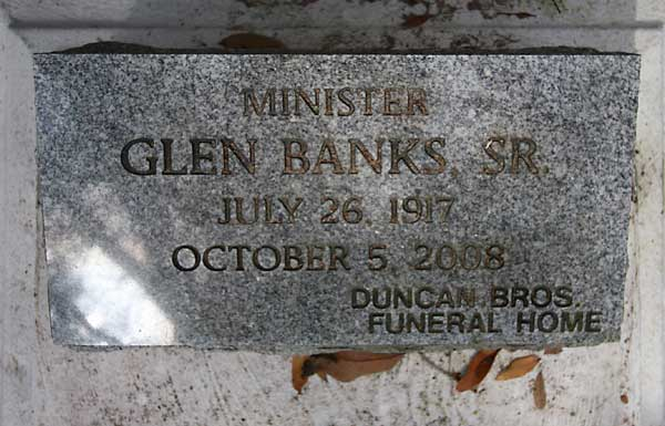 GLEN BANKS Gravestone Photo