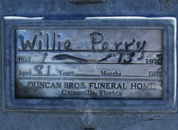 Willie Perry Gravestone Photo